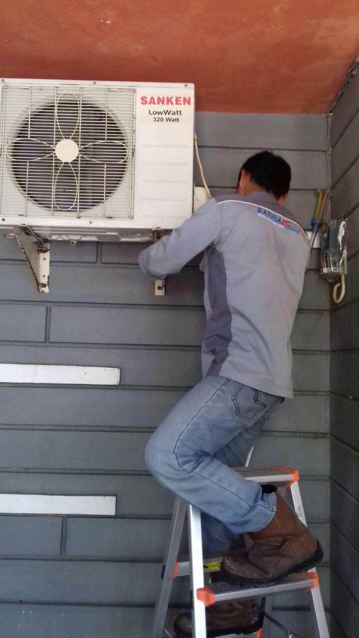 Maintenance Air Conditioning - Customer Mas Zibran